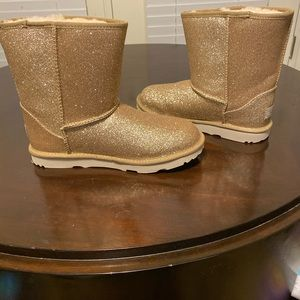 NWT Gold Sparkly Uggs Sz 6 Youth